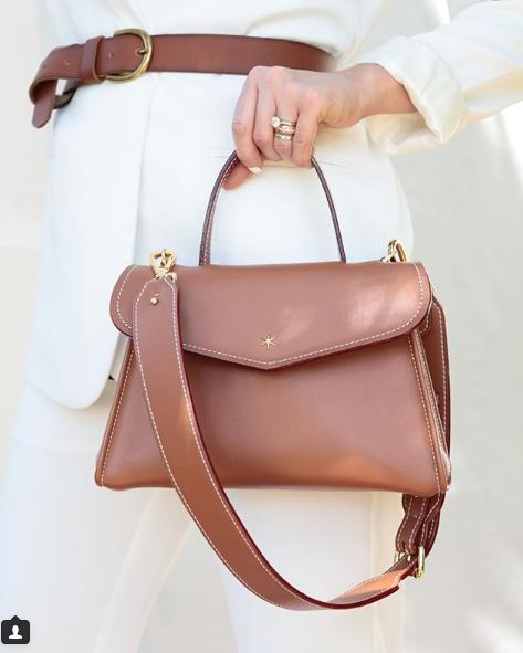 Nouvelles manières de porter un sac à main cuir de mode
