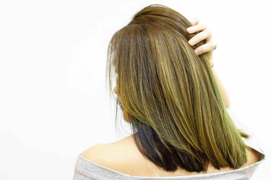 Cheveux abîmés : quelques astuces pratiques pour les réparer