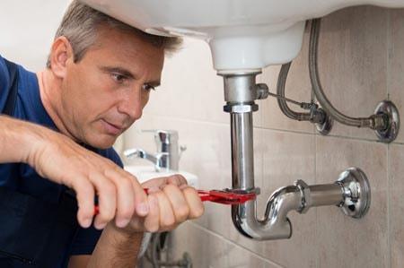 Comment résoudre un problème de fuite eau pendant le confinement ?