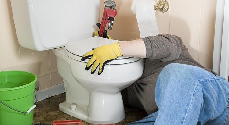 Comment réparer toilettes qui fuient ?
