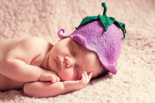 comment masser bebe pour les coliques