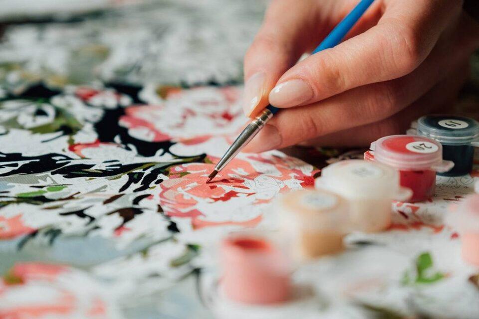 Peinture par numéro: le loisir pour l'été 2021